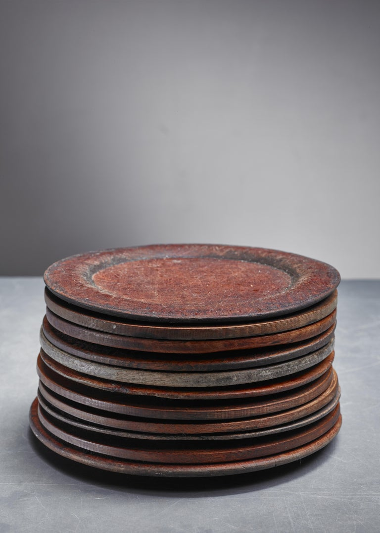 Set of Eleven Wooden Folk Art Dinner Plates, Sweden, 19th Century In Good Condition For Sale In Maastricht, NL