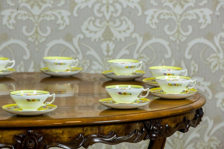 We present you this porcelain set of 11 cups with saucers with the signature of an English manufactory, Mintons. The signature is purple and was used from 1912 to 1950. The additional mark indicates that the items are from 1929. The porcelain is