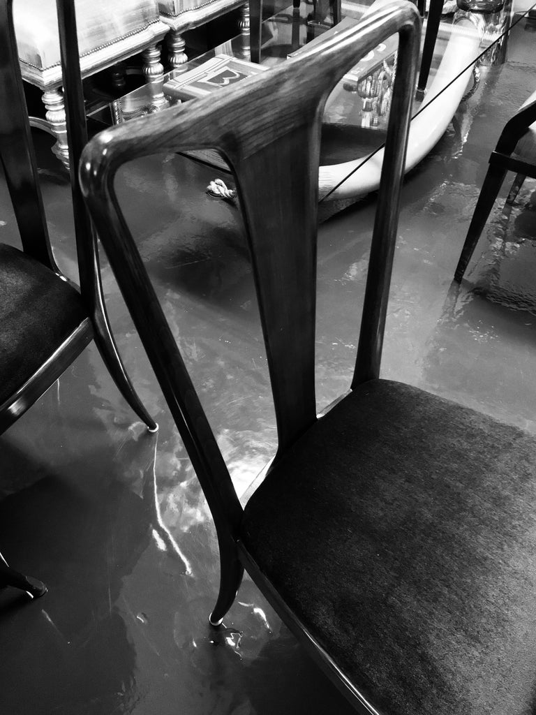 Mid-20th Century Set of Fine Dining Chairs in the Style of Guglielmo Ulrich