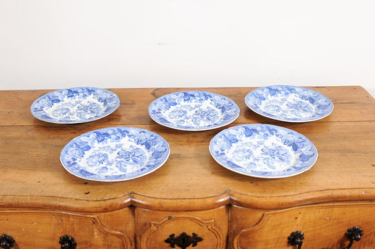 Five English 19th Century Blue and White Porcelain Plates with Floral Pattern For Sale 9