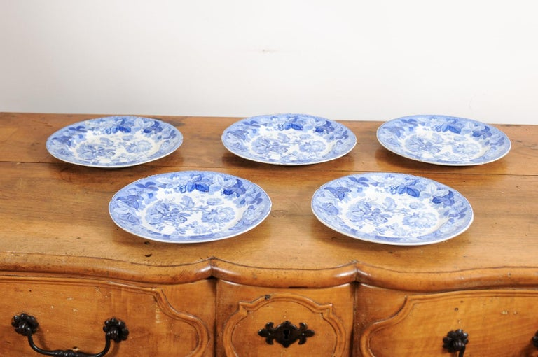 Five English 19th Century Blue and White Porcelain Plates with Floral Pattern For Sale 11