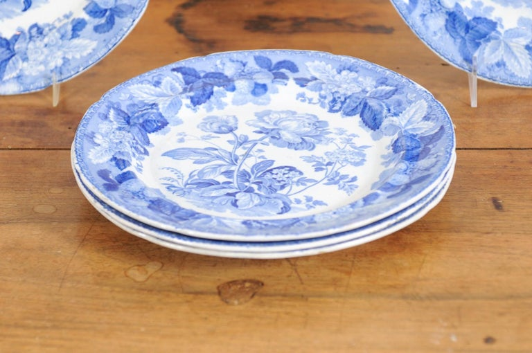 Five English 19th Century Blue and White Porcelain Plates with Floral Pattern For Sale 1