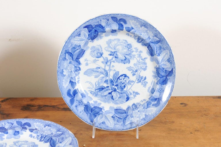 Five English 19th Century Blue and White Porcelain Plates with Floral Pattern For Sale 3