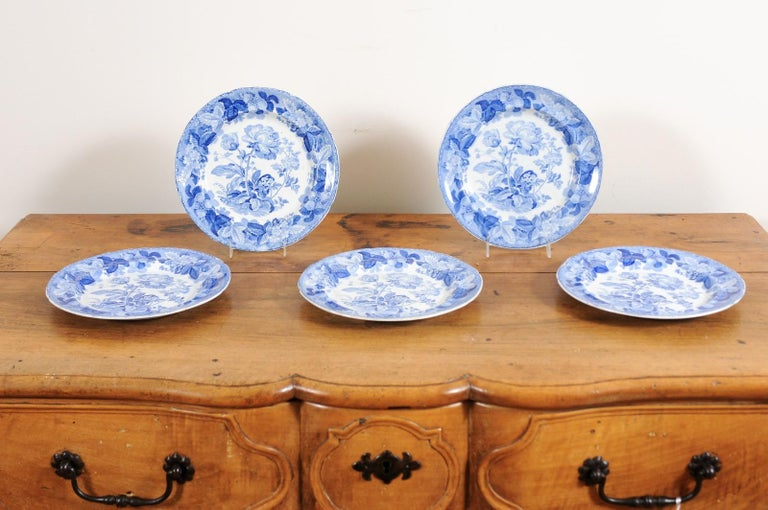 Five English 19th Century Blue and White Porcelain Plates with Floral Pattern For Sale 4