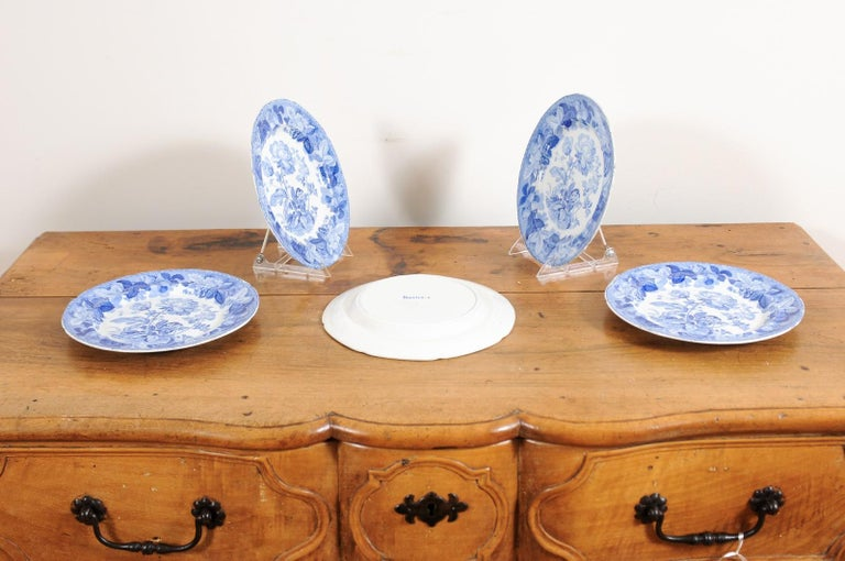 Five English 19th Century Blue and White Porcelain Plates with Floral Pattern For Sale 5