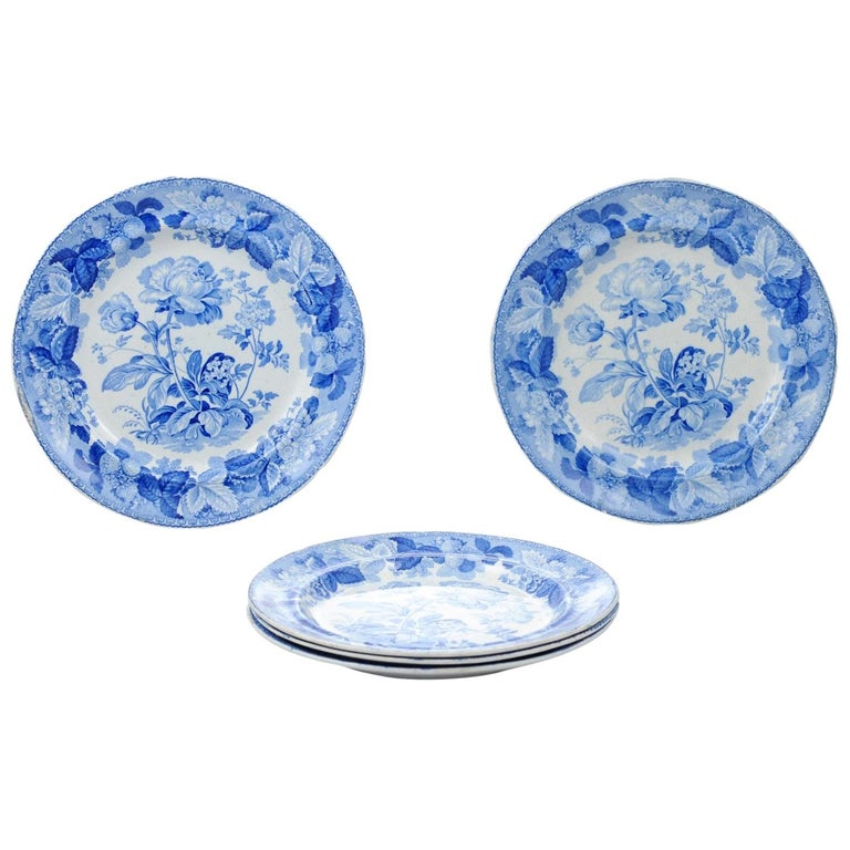 Five English 19th Century Blue and White Porcelain Plates with Floral Pattern For Sale