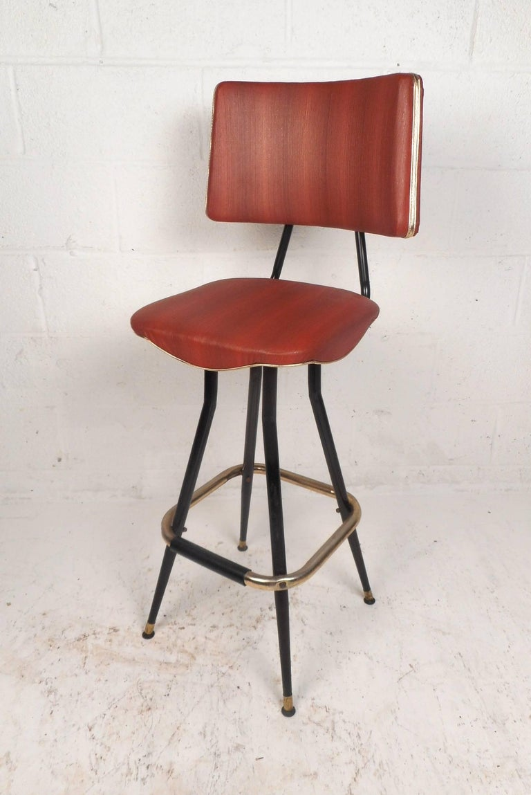 Set of Five Mid-Century Modern Swivel Bar Stools In Good Condition For Sale In Brooklyn, NY