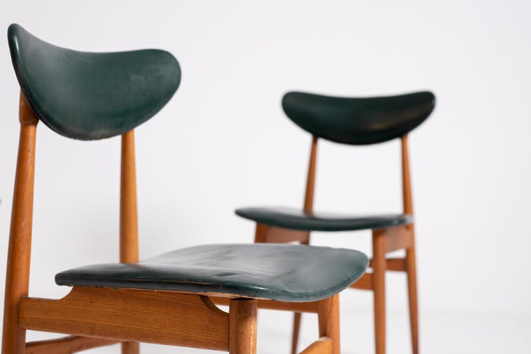 Set of Five Nordic Chairs in Green Leather and Wood, 1950s In Good Condition For Sale In Milano, IT