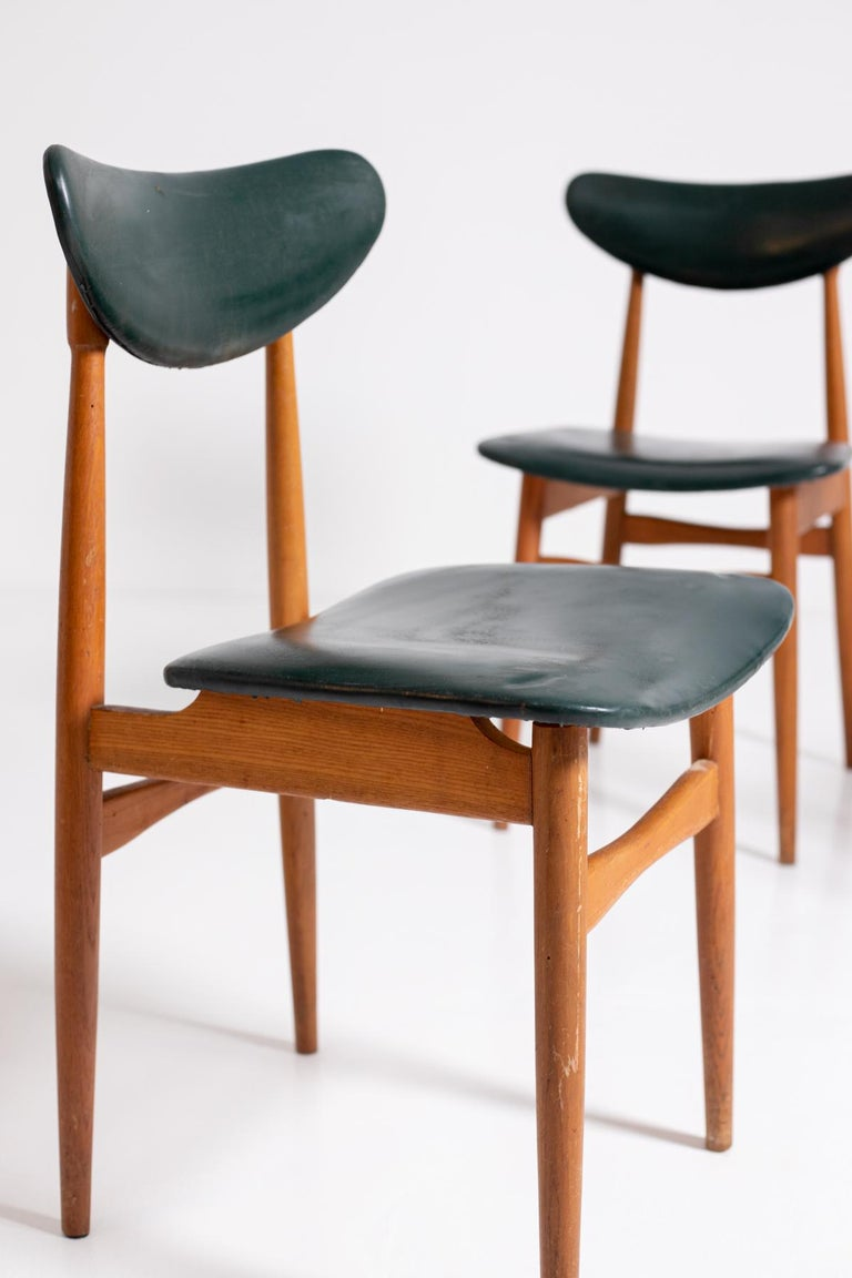 Mid-20th Century Set of Five Nordic Chairs in Green Leather and Wood, 1950s For Sale