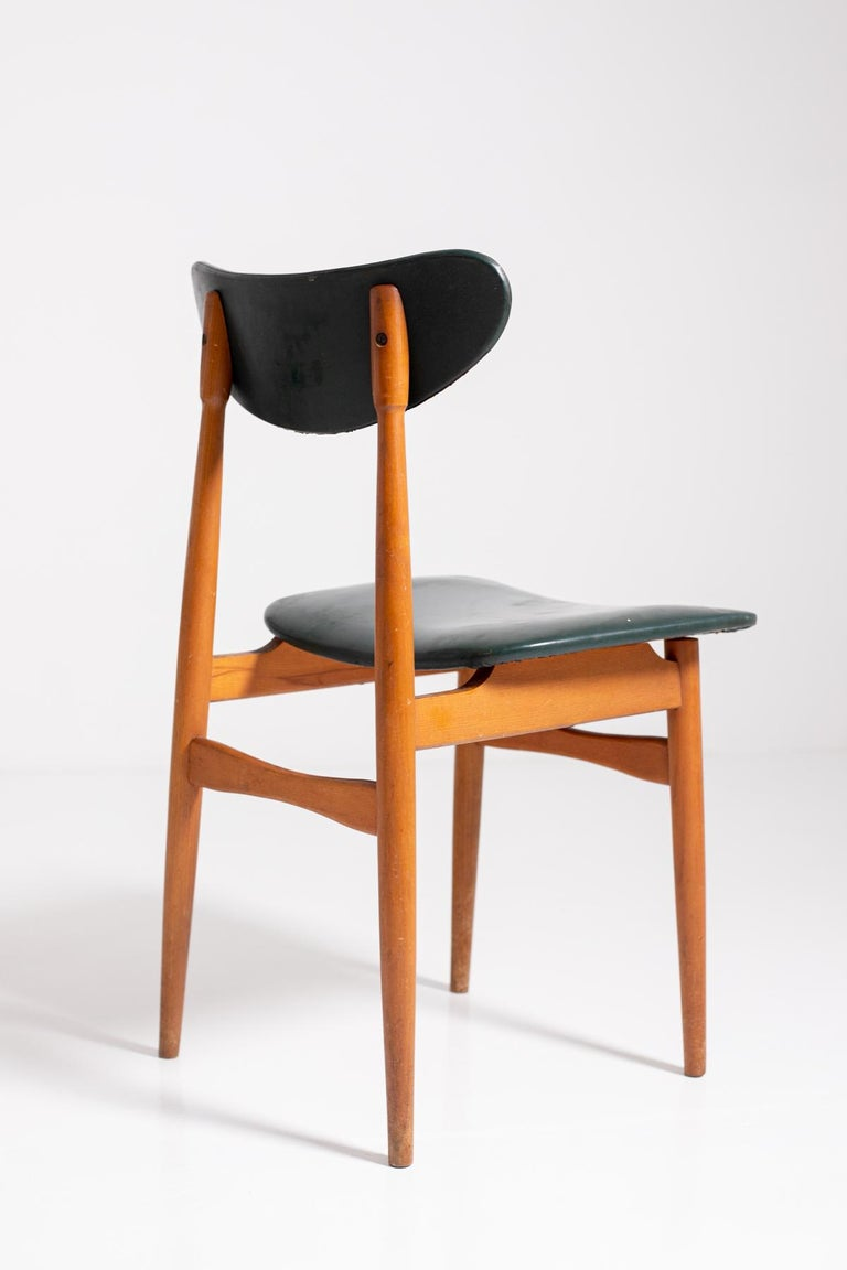 Set of Five Nordic Chairs in Green Leather and Wood, 1950s For Sale 1