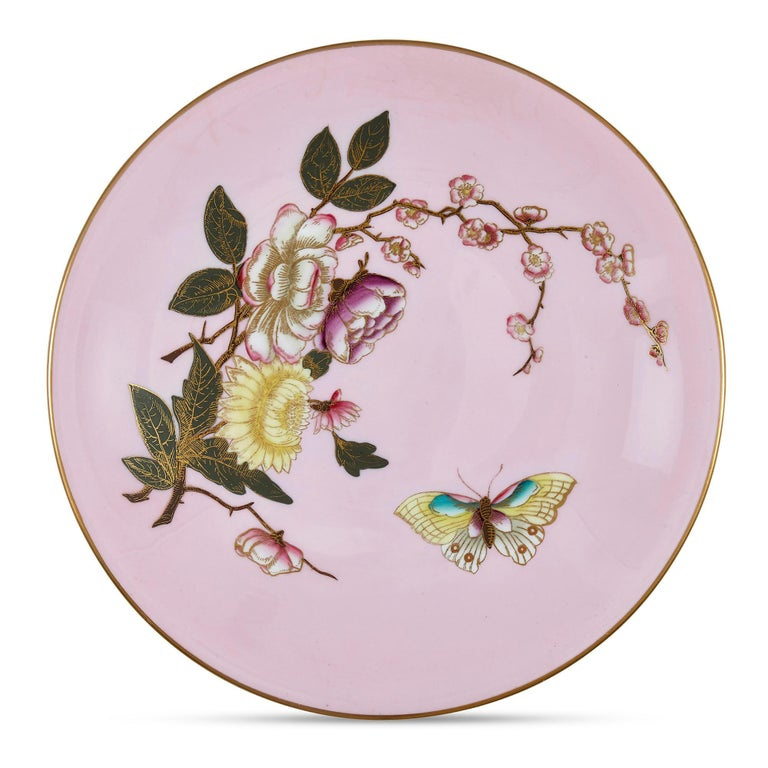 Set of five pink Royal Worcester plates with Japonisme decoration English, early 20th century Measures: Height 3cm, diameter 23cm  This superb set of Worcester porcelain plates features the highly unusual juxtaposition of a vibrant pink ground
