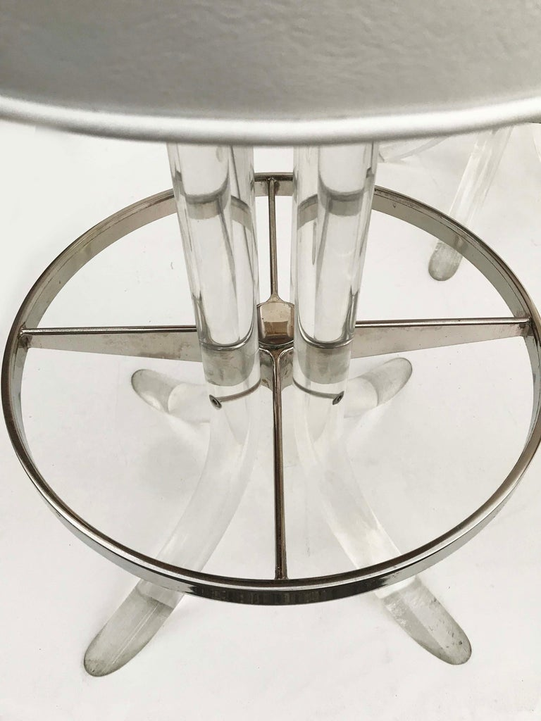 Mid-Century Modern Set of Five Swiveling Lucite Bar Stool For Sale