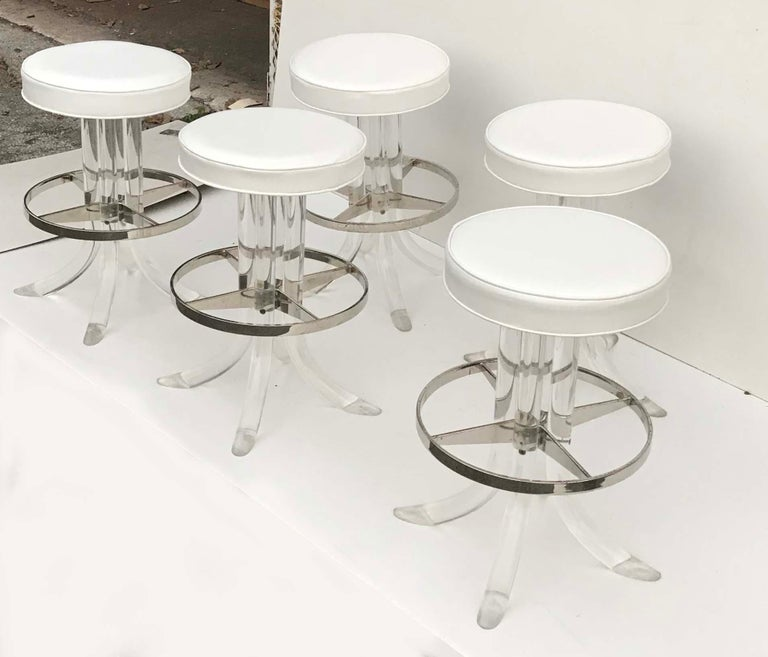 Set of Five Swiveling Lucite Bar Stool In Distressed Condition For Sale In Miami, FL
