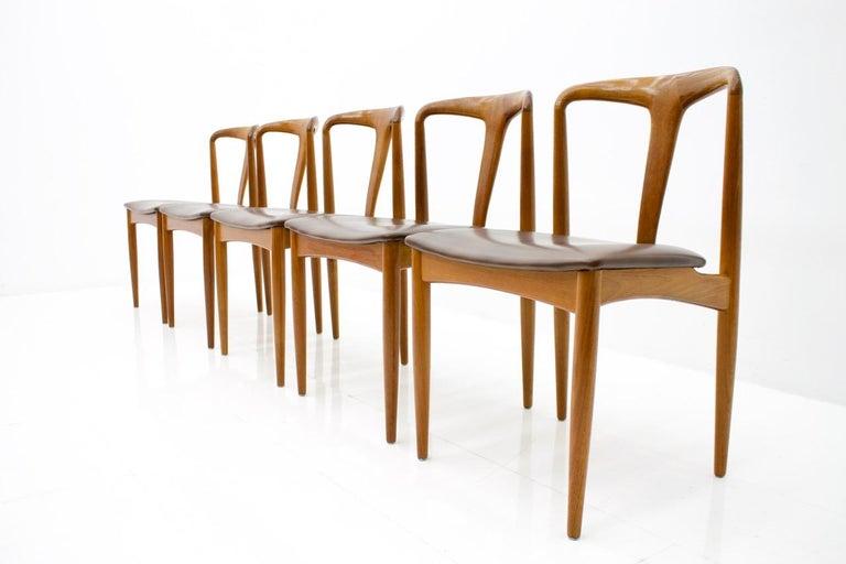 Set of 5 teak wood chairs