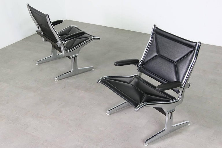 Beautiful set of four 1960s Ray & Charles Eames airport chairs, armchairs for Herman Miller, in authentic condition, vinyl and chrome base, produced in the late 1960s.
