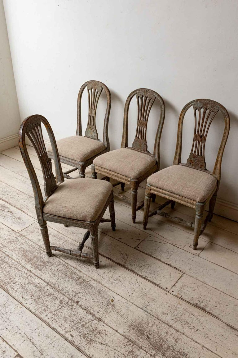 Set of Four 19th Century Hand Painted Swedish Wheat Sheaf Dining Chairs In Good Condition For Sale In London, GB