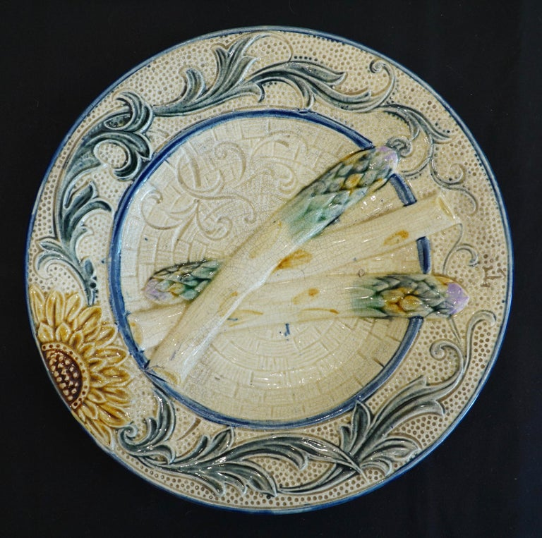 Set of Four 19th Century Majolica Asparagus Plates with Molded Sunflower For Sale 4