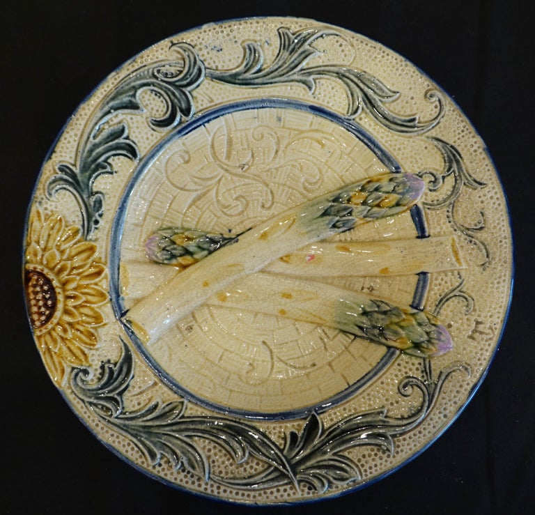 Set of Four 19th Century Majolica Asparagus Plates with Molded Sunflower For Sale 8