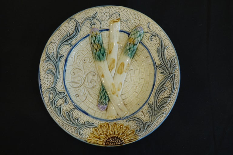 Glazed Set of Four 19th Century Majolica Asparagus Plates with Molded Sunflower For Sale