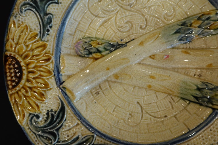 Set of Four 19th Century Majolica Asparagus Plates with Molded Sunflower For Sale 1
