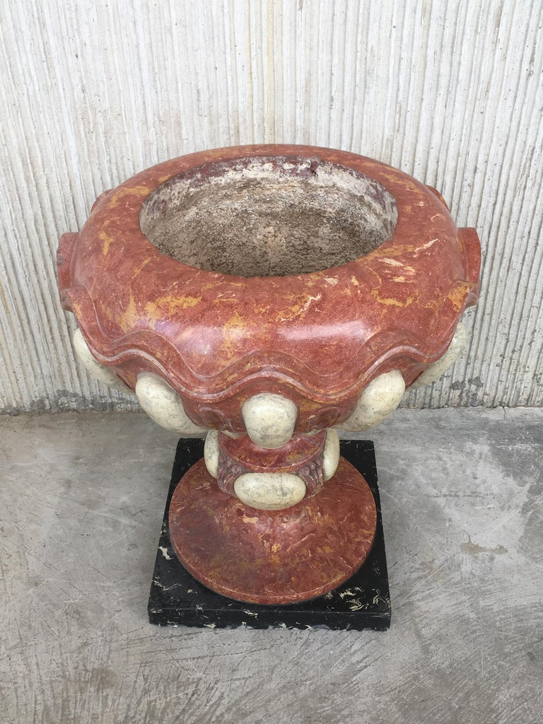 Set of Four Aged Pink Marble Hand Carved Planters with Serpentine White Inlays In Good Condition For Sale In Miami, FL