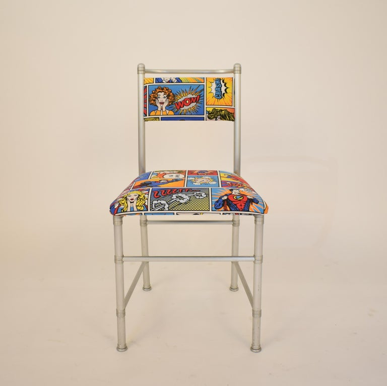 Set of Four Aluminium Dining Chairs by Warren McArthur with Pop Art Fabric Cover In Good Condition For Sale In Berlin, DE