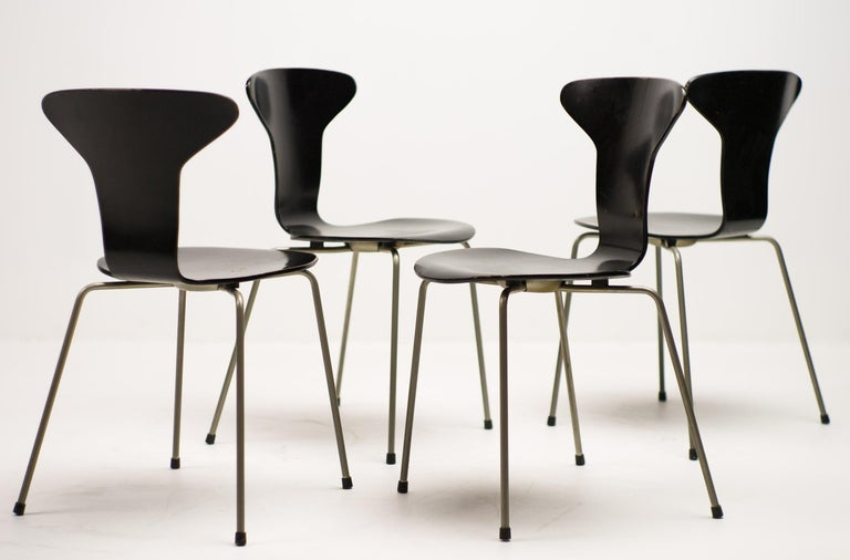 Plywood Set of Four Arne Jacobsen for Fritz Hansen 3105 Dining Chairs For Sale
