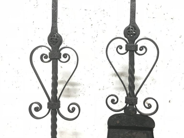 Set of Four Arts & Crafts Hand-Forged Iron Fire Utensils on a Matching Stand In Good Condition For Sale In London, GB