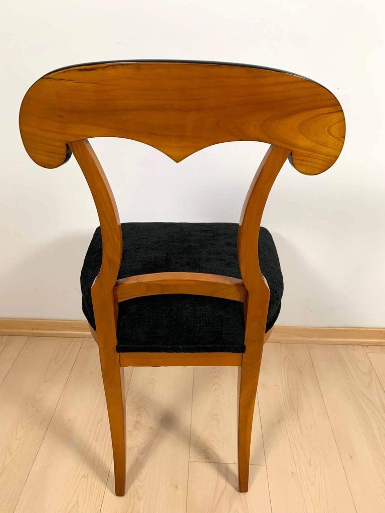 Set of Four Biedermeier Shovel Chairs, Cherry Veneer, South Germany, circa 1820 For Sale 4