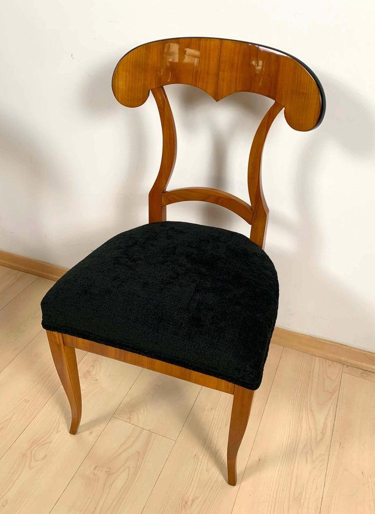 Set of Four Biedermeier Shovel Chairs, Cherry Veneer, South Germany, circa 1820 For Sale 5
