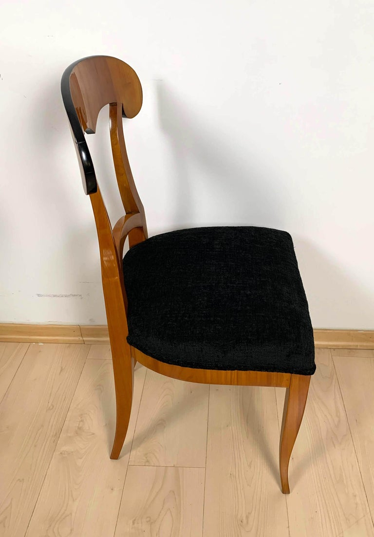 Set of Four Biedermeier Shovel Chairs, Cherry Veneer, South Germany, circa 1820 For Sale 6
