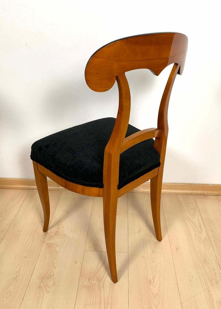 Set of Four Biedermeier Shovel Chairs, Cherry Veneer, South Germany, circa 1820 For Sale 7