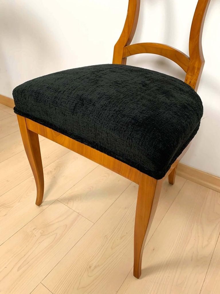 Set of Four Biedermeier Shovel Chairs, Cherry Veneer, South Germany, circa 1820 For Sale 8