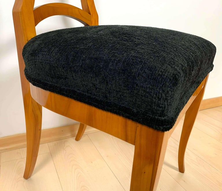 Set of Four Biedermeier Shovel Chairs, Cherry Veneer, South Germany, circa 1820 For Sale 11