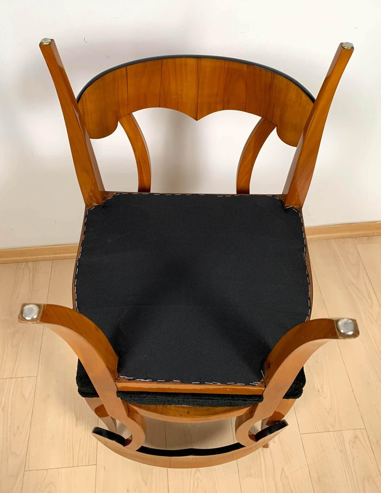 Set of Four Biedermeier Shovel Chairs, Cherry Veneer, South Germany, circa 1820 For Sale 12