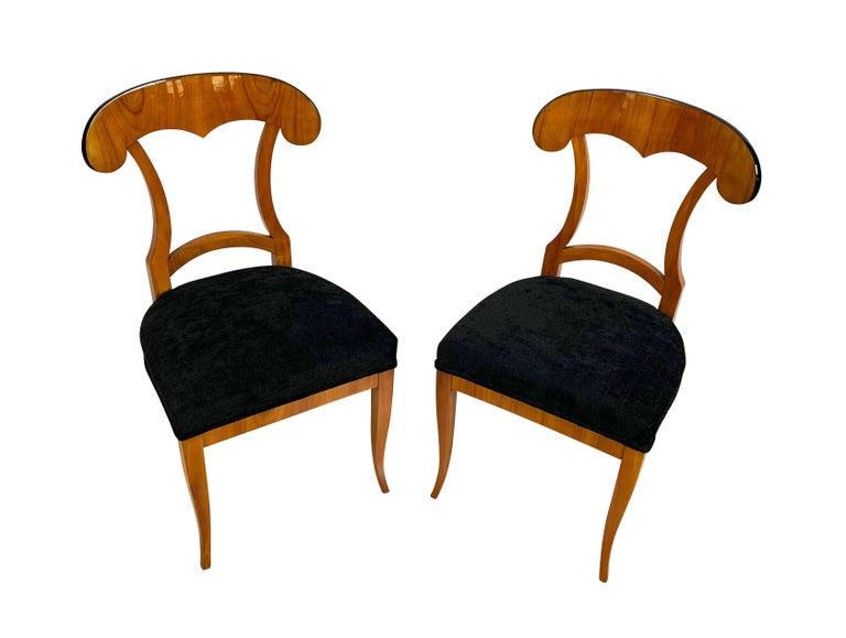 Polished Set of Four Biedermeier Shovel Chairs, Cherry Veneer, South Germany, circa 1820 For Sale