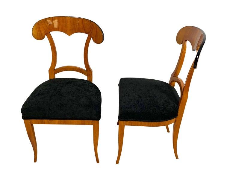Set of Four Biedermeier Shovel Chairs, Cherry Veneer, South Germany, circa 1820 In Good Condition For Sale In Regensburg, DE