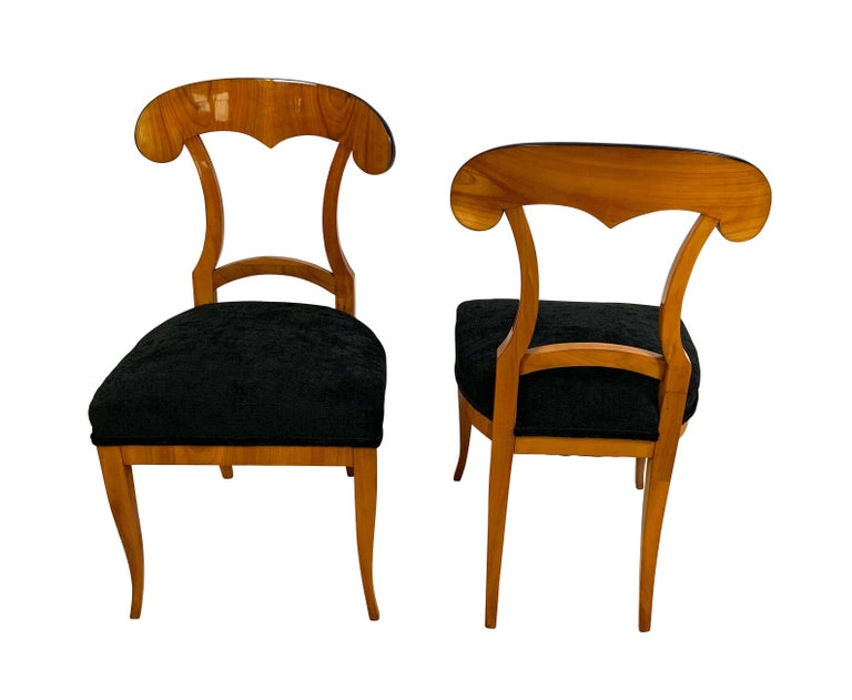 Early 19th Century Set of Four Biedermeier Shovel Chairs, Cherry Veneer, South Germany, circa 1820 For Sale