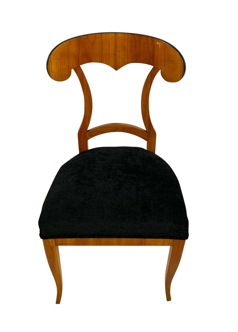 Velvet Set of Four Biedermeier Shovel Chairs, Cherry Veneer, South Germany, circa 1820 For Sale