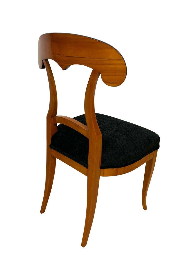 Set of Four Biedermeier Shovel Chairs, Cherry Veneer, South Germany, circa 1820 For Sale 1