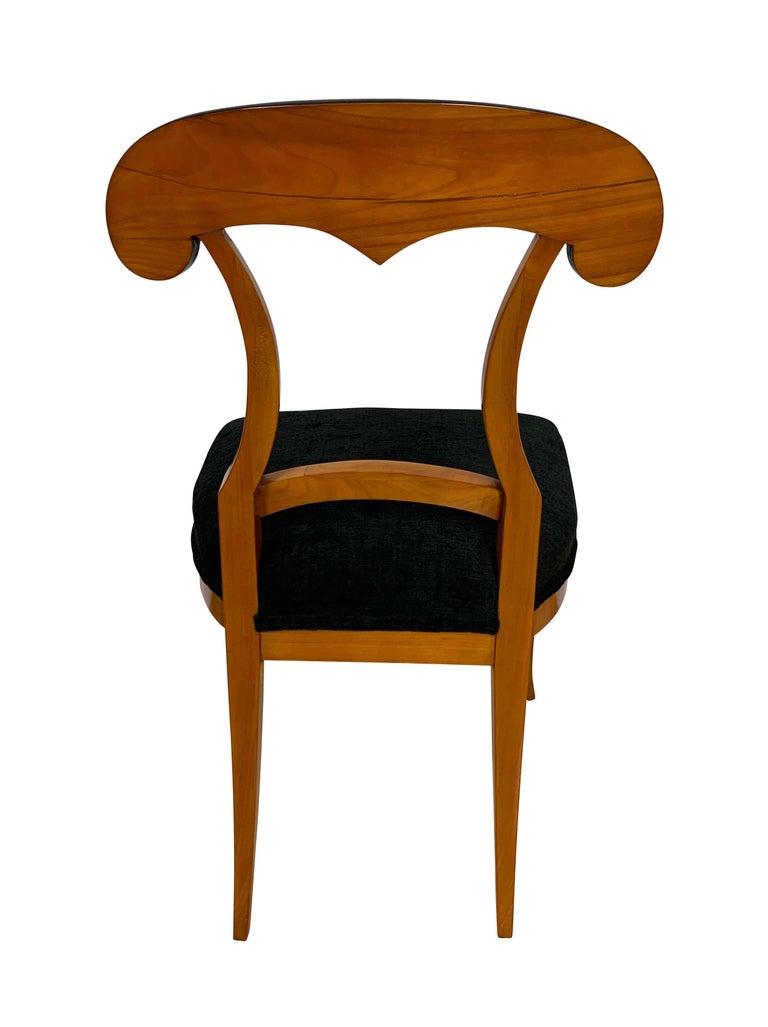 Set of Four Biedermeier Shovel Chairs, Cherry Veneer, South Germany, circa 1820 For Sale 2