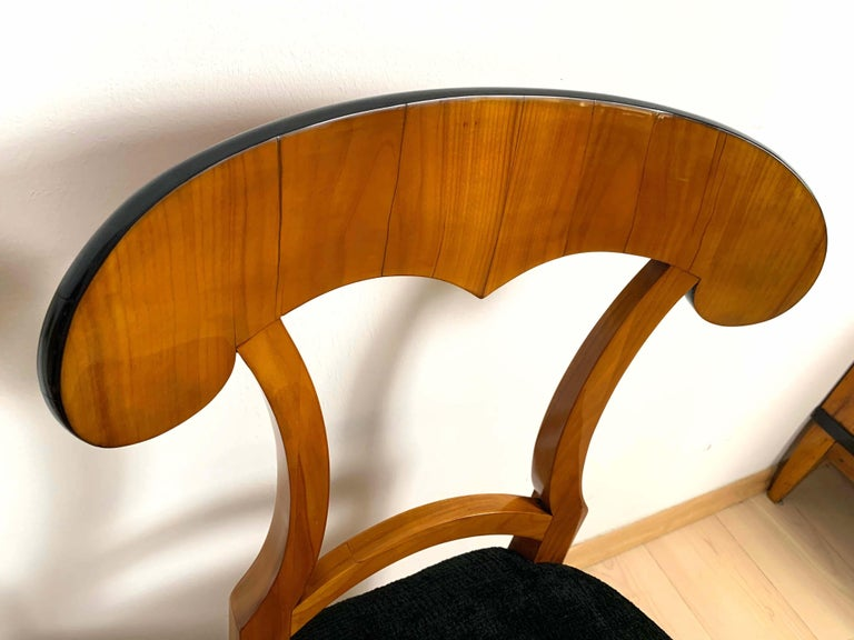 Set of Four Biedermeier Shovel Chairs, Cherry Veneer, South Germany, circa 1820 For Sale 3
