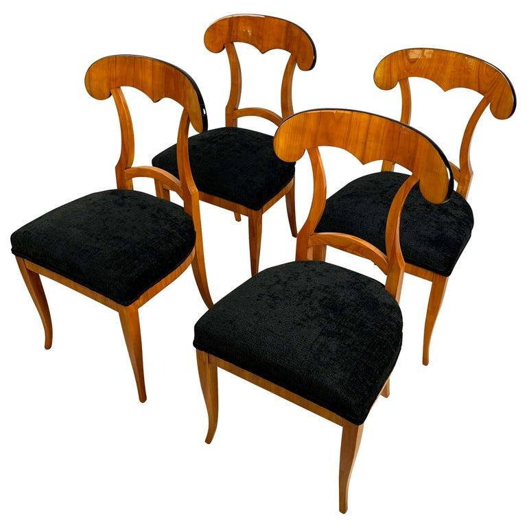 Set of Four Biedermeier Shovel Chairs, Cherry Veneer, South Germany, circa 1820 For Sale