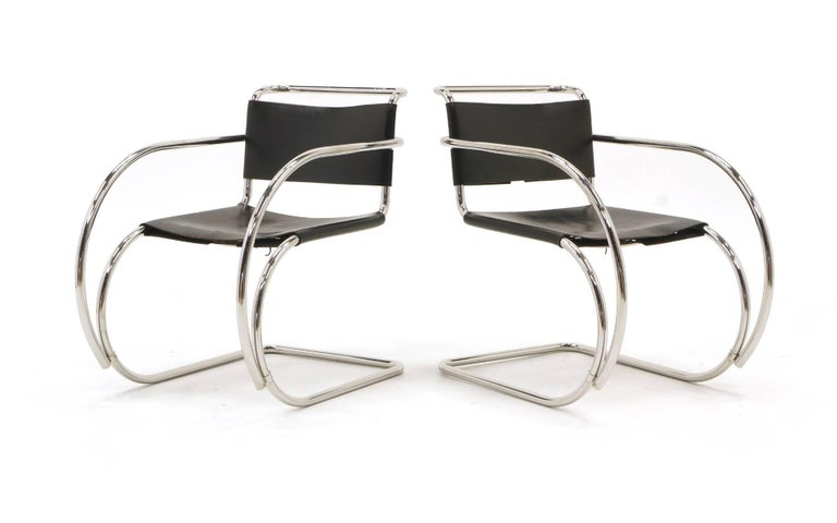 Bauhaus Set of Four Black Leather MR 20 Lounge Chairs with Arms by Mies van der Rohe For Sale
