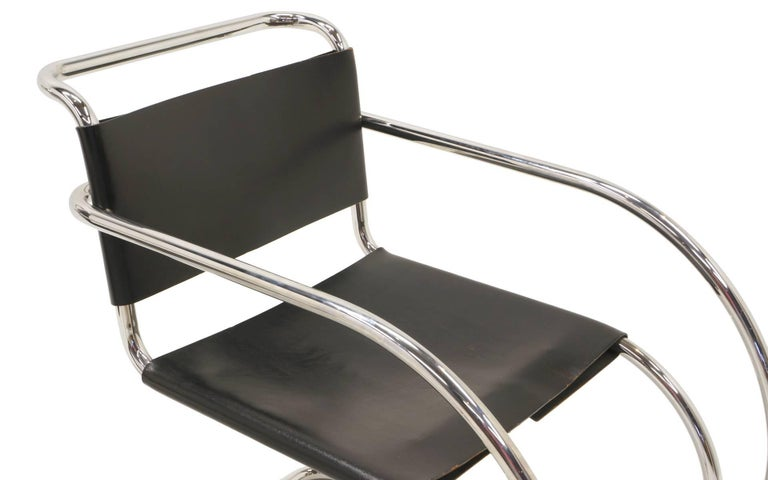 Mid-20th Century Set of Four Black Leather MR 20 Lounge Chairs with Arms by Mies van der Rohe For Sale