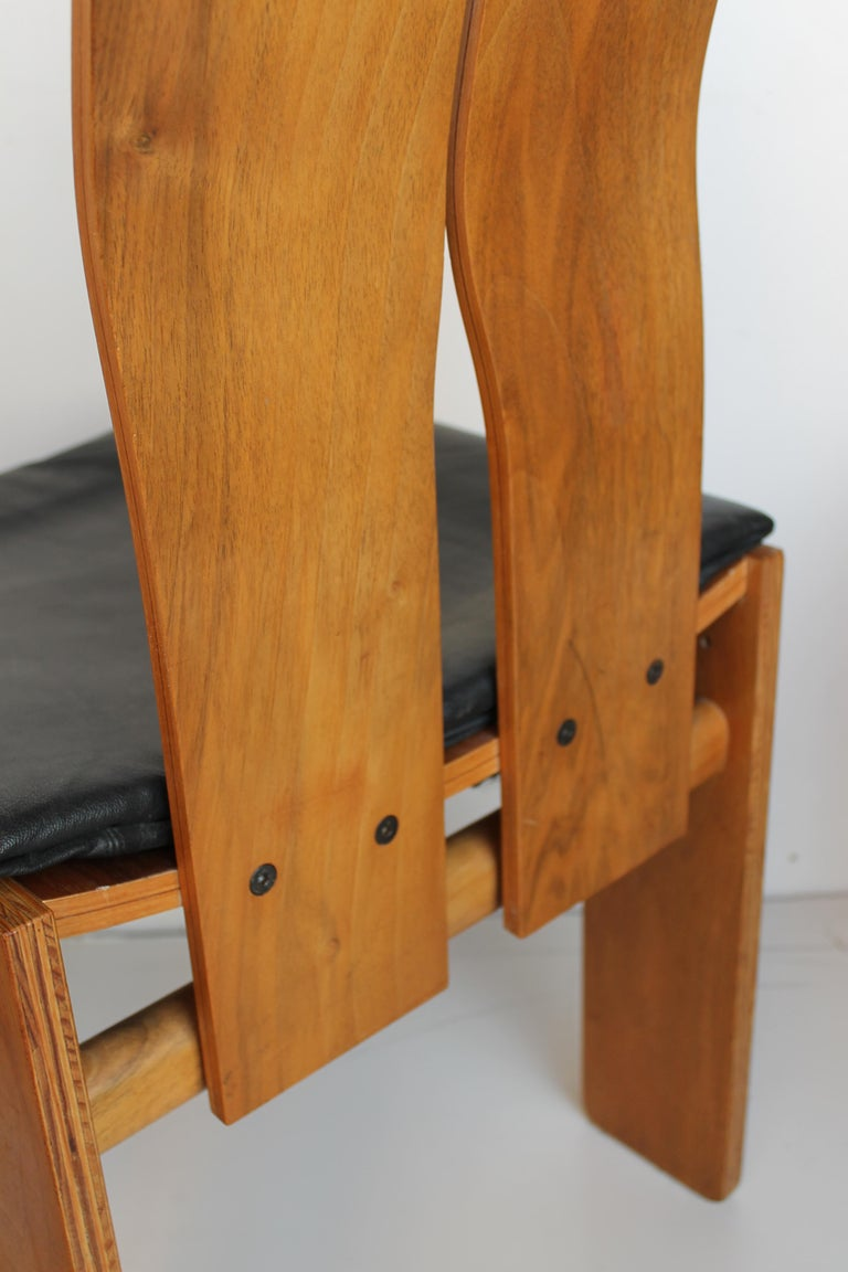 Set of Four Carlo Scarpa Walnut and Black Leather Chairs Mod1934/765 for Bernini For Sale 2