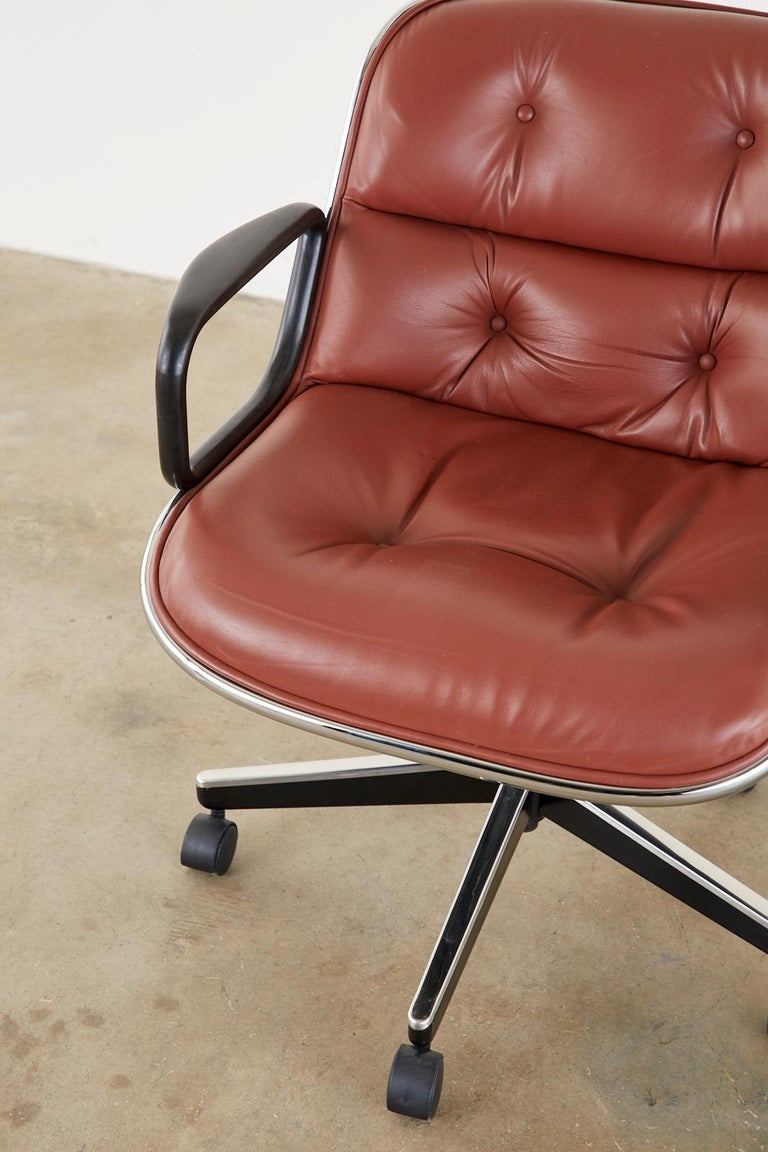Set of Four Charles Pollock for Knoll Leather Executive Desk Chairs For Sale 7