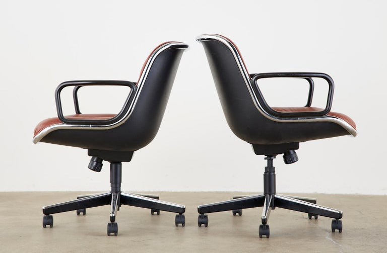 Set of Four Charles Pollock for Knoll Leather Executive Desk Chairs For Sale 2