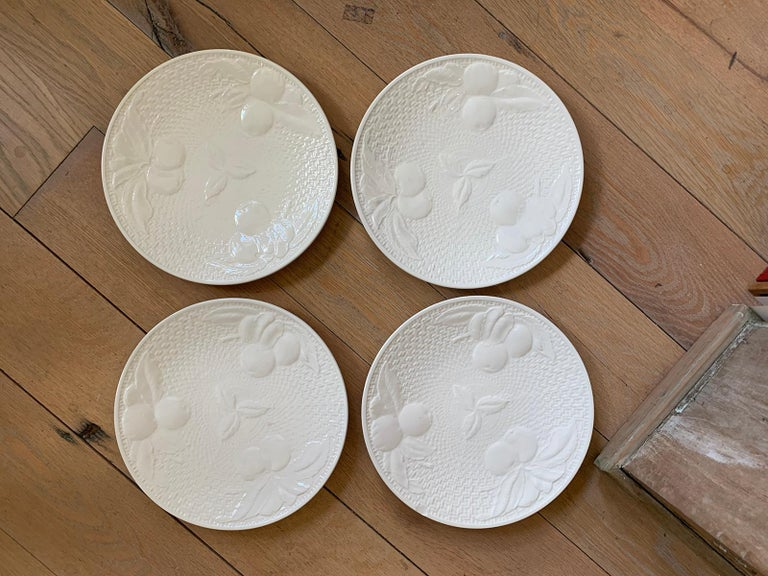 Set of Four circa 1950s White Ceramic Embossed Fruit Plates by Ed Langbein In Fair Condition For Sale In Atlanta, GA