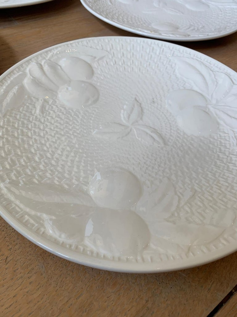 Set of Four circa 1950s White Ceramic Embossed Fruit Plates by Ed Langbein For Sale 4
